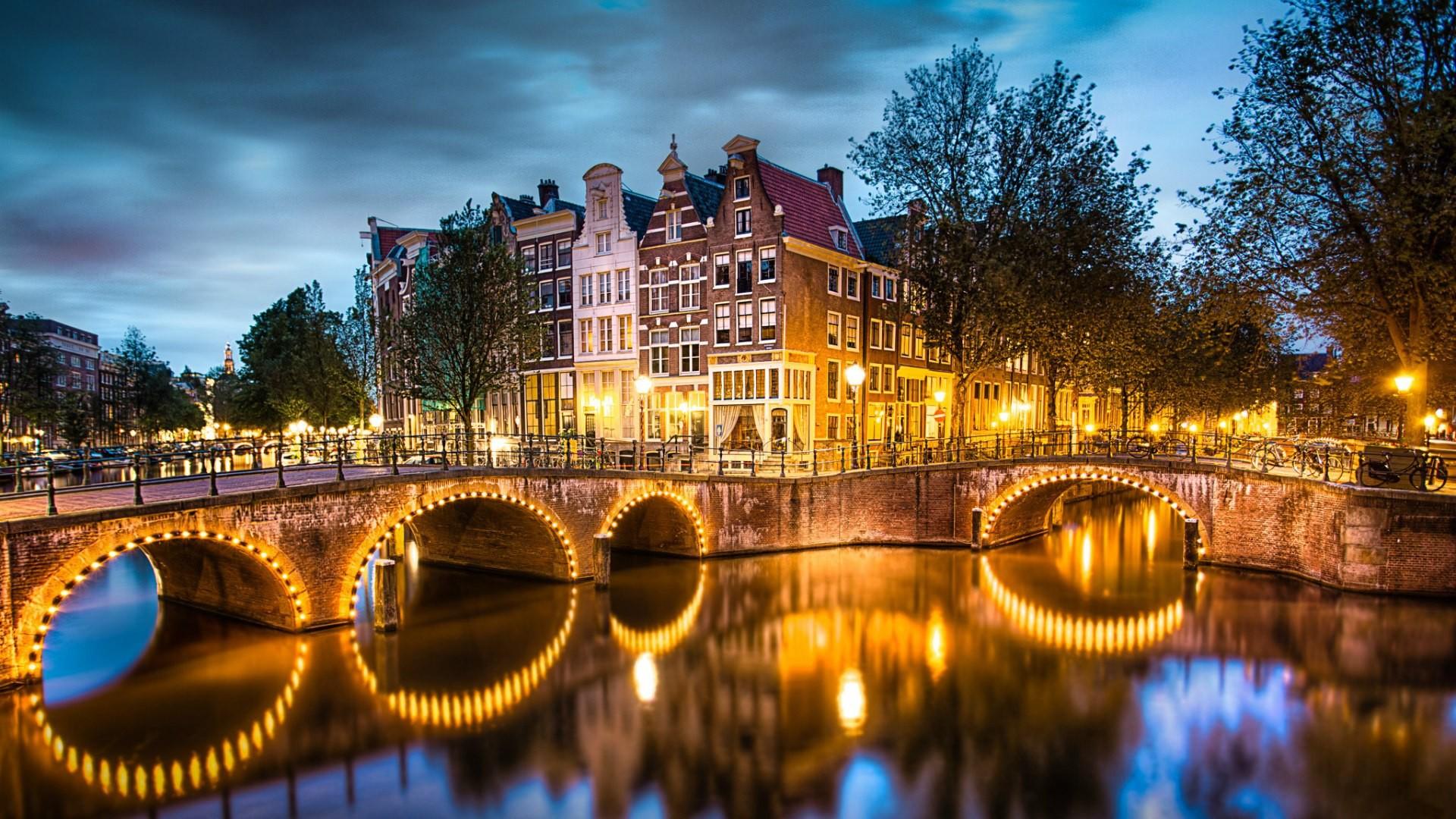Amsterdam-illuminata